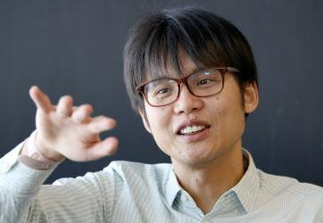 たなか・くにひろ 1978年大阪府生まれ。舞鶴工業高等専門学校卒。在学中の96年に京都府舞鶴市でさくらインターネットを創業。99年会社設立、社長に就任。2000年いったん副社長に退くが07年に社長復帰。趣味は電子工作、旅行、ダイビング。