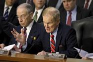 ネルソン議員は「メッセージを友人に送るために私はあなたにお金を払わなければならないのか」と問い詰めた=ロイター