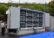 EV24台分の中古電池をまとめて、工場の省エネに活用する(17日、長崎県諫早市)