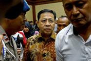 24日、ジャカルタの裁判所で公判に臨むインドネシア前国会議長のセティヤ・ノバント被告=ロイター