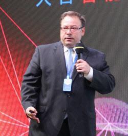 米国法人のRyan Simpson 製品・マーケティング担当上級マネジャー