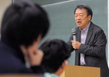 いけがみ・あきら 東京工業大学特命教授。1950年(昭25年)生まれ。73年にNHKに記者として入局。94年から11年間「週刊こどもニュース」担当。2005年に独立。主な著書に「池上彰のやさしい経済学」(日本経済新聞出版社)、「池上彰の18歳からの教養講座」(同)、「池上彰の世界はどこに向かうのか」(同)、「池上彰の未来を拓く君たちへ」(同)。長野県出身。67歳。