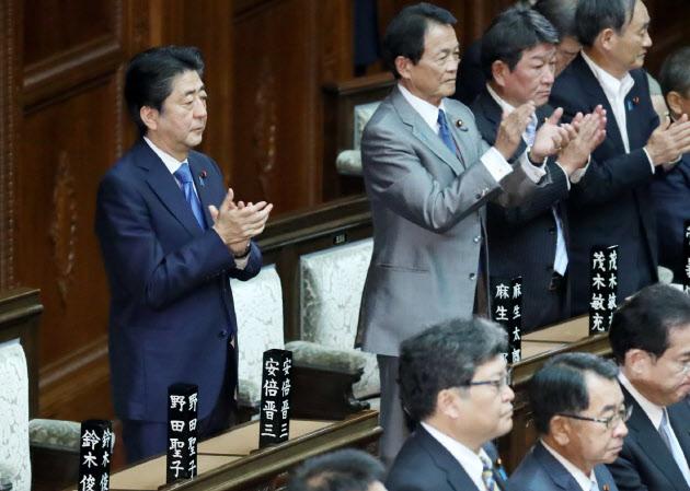 働き方法案、今国会成立へ 脱時間給は来春から  :日本経済新聞