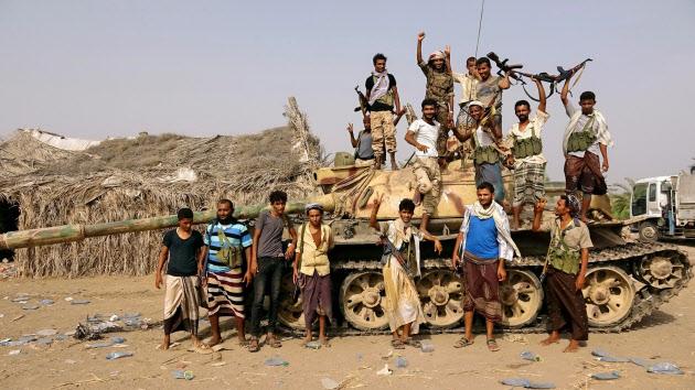 イエメン内戦、サウジなど連合軍が主要港の奪還作戦支援物資の受け入れ港、人道危機が深刻化も