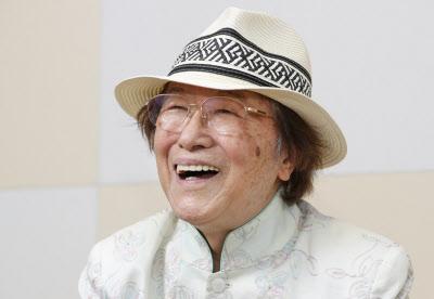 はまむら・じゅん 1935年、京都市生まれ。同志社大在学中、関西のジャズ喫茶で司会を務める。57年、芸能界入り。74年から毎日放送の「ありがとう浜村淳です」の司会。映画評論家としての顔も持つ。