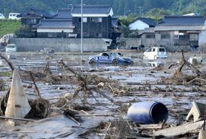 西日本豪雨、死者168人に 首相が...