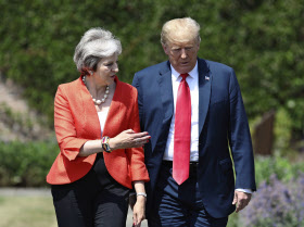 トランプ米大統領はロンドン郊外の英首相別荘でメイ首相と会談した=AP
