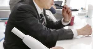 フィリップ・モリスの収益に不透明感が出ているのは、成長のけん引役と位置づける加熱式たばこ「アイコス」の日本市場での不振だ