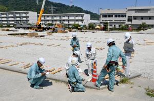 広島県坂町で始まった仮設住宅の建設現場(5日)