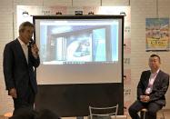 「にぎわい」1号案件を説明する西村啓二築切家守舎取締役(左)