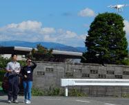 自動車教習所内でのドローンの飛行訓練(岩手県奥州市)=江刺自動車学校提供