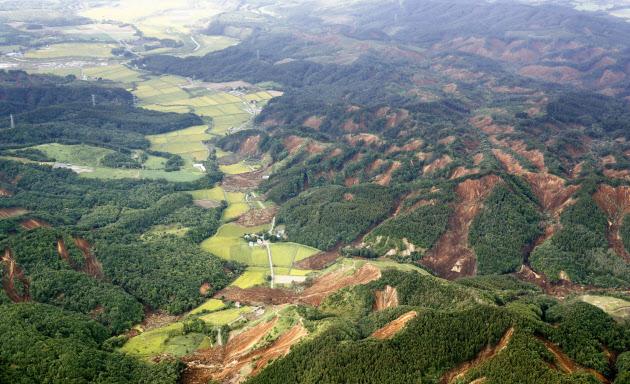 未明の地震、北海道厚真町は震度7 気象庁発表(写真=共同)