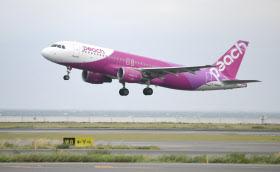 関西国際空港が一部運航を再開し、離陸する初便(7日午前)
