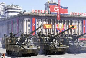 北朝鮮の建国70年の記念日に行われた軍事パレード=9日、平壌の金日成広場(共同)