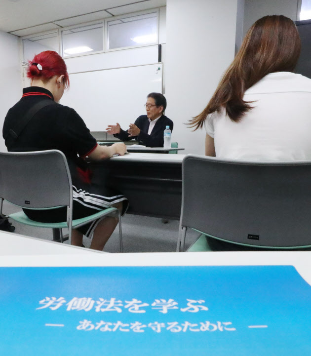 nikkei.com - 「退職認めぬ」慰留悪質に