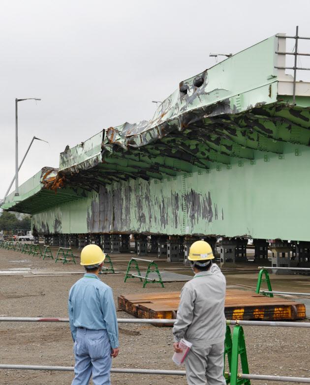 関空連絡橋復旧へ土日返上 IHIインフラシステム、橋桁を再製作