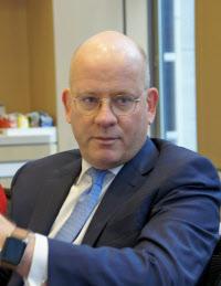 GEのフラナリー氏は業績悪化と株価低迷の責任をとってCEOを退いた