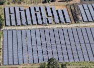 太陽光の普及を急ぐため、買い取り価格を先行する海外よりも高く設定していた(熊本県内の太陽光パネル)