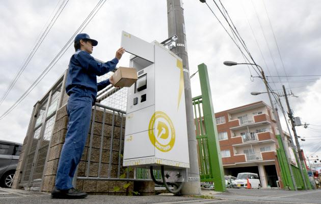 【宅配】「電柱はどこにでもある」 電柱に宅配ロッカー 関電が実験、全国初 暗証番号、交通系ICカードで開錠・受け取り