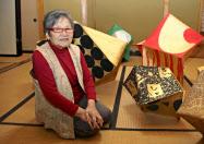 「現代の名工」に選ばれた表具師の出町睦子さん(富山県高岡市)=共同