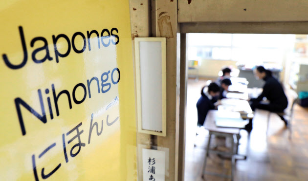増える外国人児童、公立小はどう対応?  :日本経済新聞