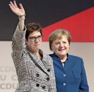 FT]ドイツ社民党、CDU党首交代で...