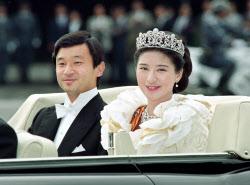皇太子さま御結婚、皇居から東宮仮御所へのパレードに出発