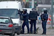 13日、仏当局はテロ事件の被疑者の男を射殺した(仏東部)=ロイター
