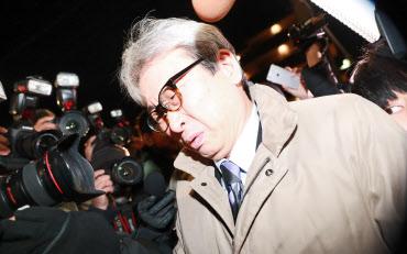 日産のゴーン元会長が勾留されている東京拘置所を後にする大鶴基成弁護士(20日午後、東京都葛飾区)