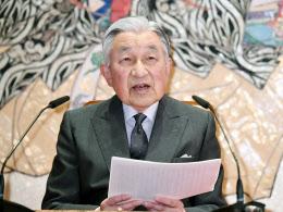 85歳の誕生日を迎え、記者会見に臨む天皇陛下(20日、皇居・宮殿「石橋の間」)=代表撮影