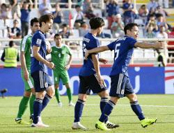 アジア杯、大迫2得点で初戦飾る ...