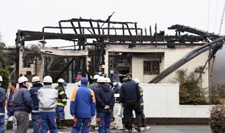 住宅火災で3人死亡 宮崎市、住民...