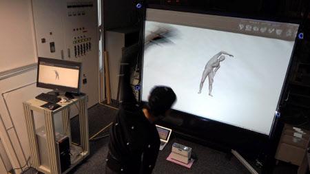 VRに自分の身体モデルを映し出し、実際より大きく動かすことで運動強度を高める(産総研・持丸研究センター長提供)