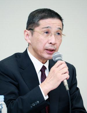 日産の西川社長は記者会見で、ルノーの新体制発足を歓迎した(24日、横浜市西区)