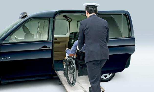 トヨタ UDタクシーの改良版発売 乗り降り作業3分で のTwitterの反応まとめ