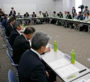 対策検討会議には県や農協、生産者らが集まり、コシヒカリの品質向上に向けて意見を交わした(2018年3月、南魚沼市)