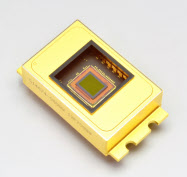 浜松ホトニクスが開発した難燃性樹脂を識別できるセンサー