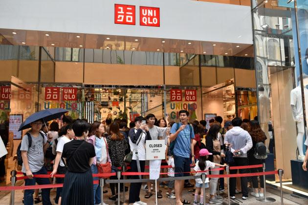 ユニクロ 銀座店に300人超の列 コラボ商品目当て のTwitterの反応まとめ