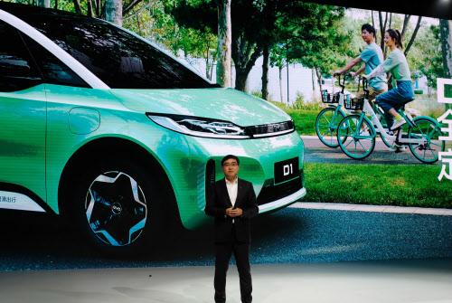 中国では11月、EVのバンタイプの新車が発表された(北京)=ロイター