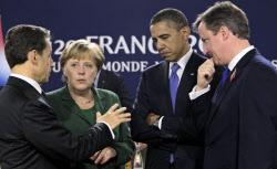 G20首脳会合で話す(左から)フランスのサルコジ大統領、ドイツのメルケル首相、オバマ米大統領、英国のキャメロン首相(3日、フランス・カンヌ)=AP