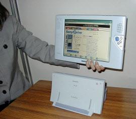 筆者が開発を担当した持ち運べる液晶テレビ「エアボード」